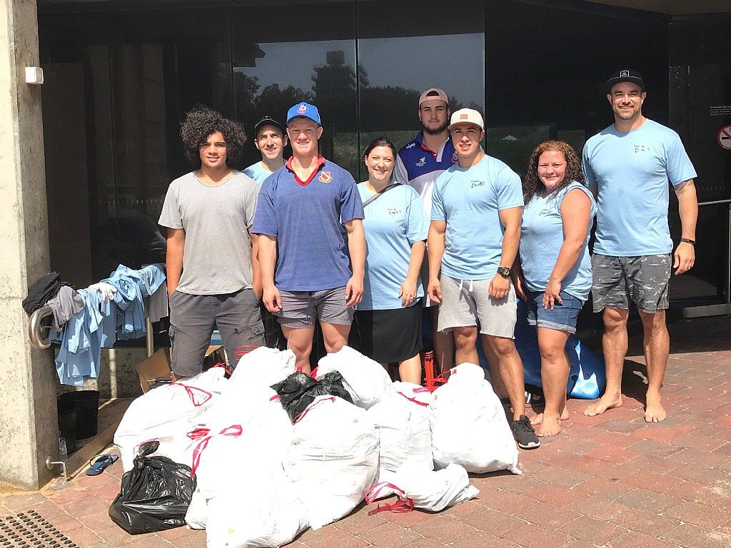 Harbord Diggers Keeping Freshwater Beach Clean
